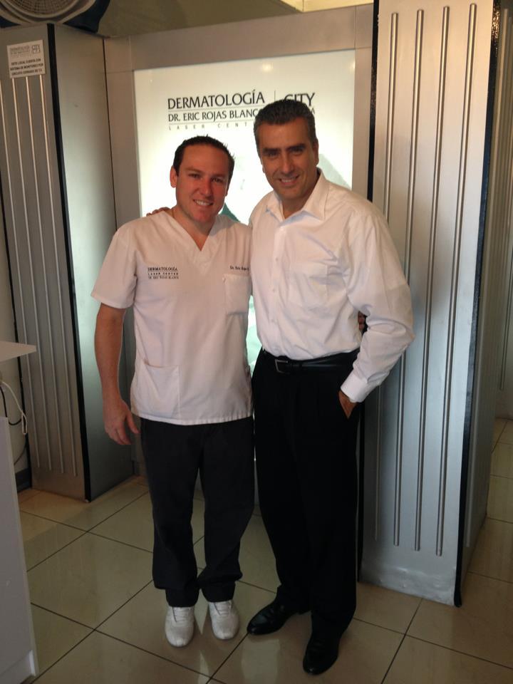 Otto Guevara de visita en la clínica del Dr. Eric Rojas